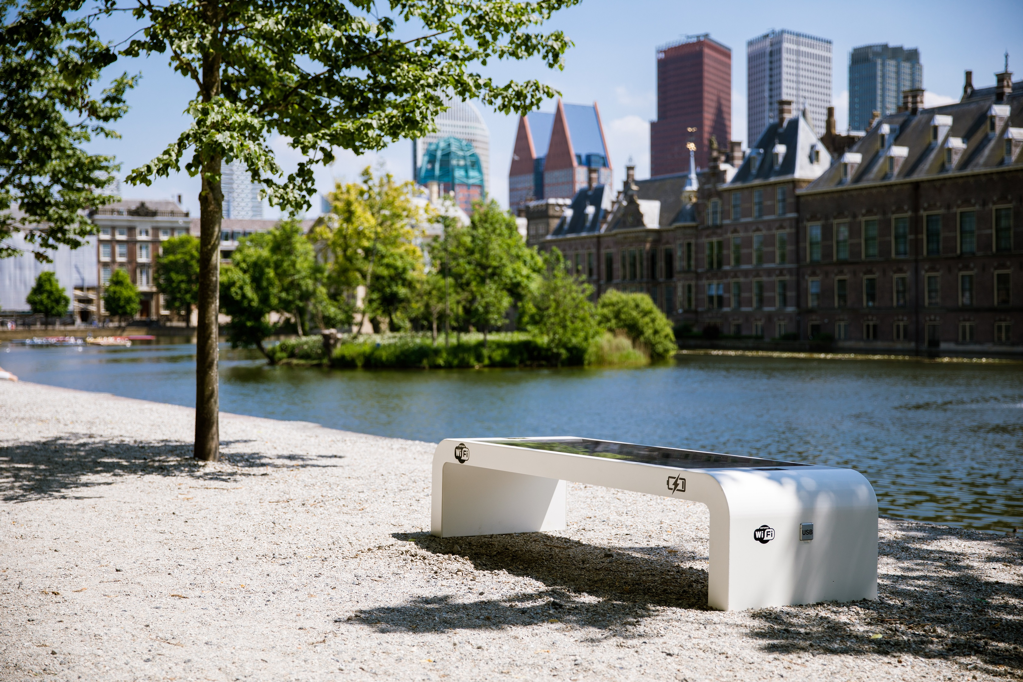 solar-bench-wifi-usb-2